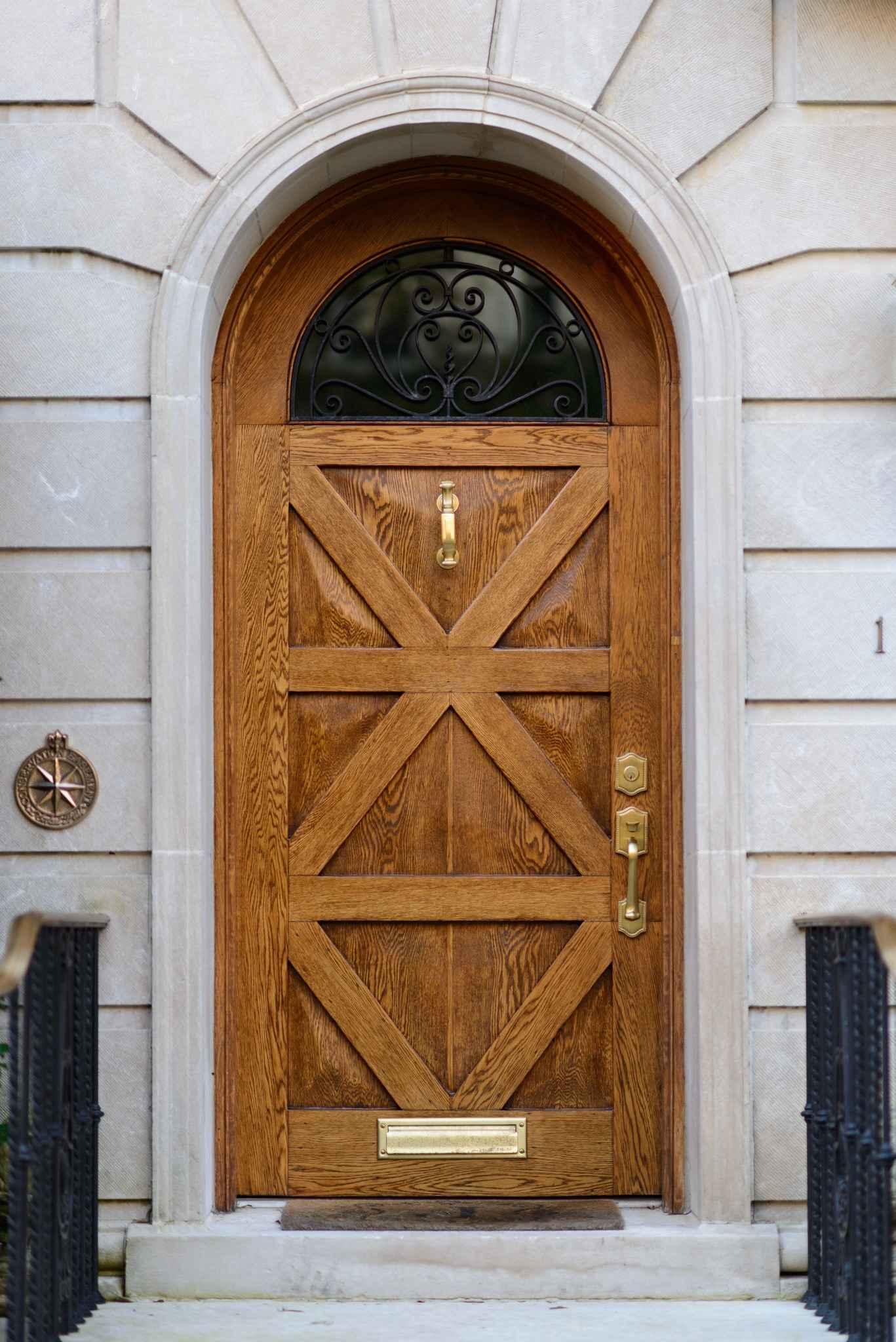 Купить межкомнатные двери из массива ольхи, сосны, дуба с