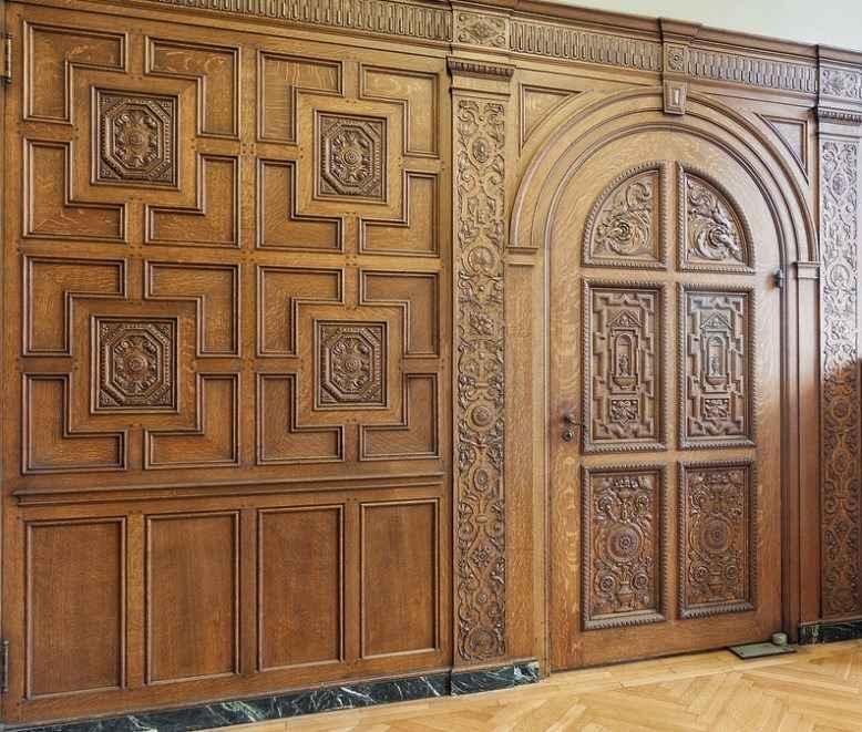Элитная межкомнатная дверь из массива дерева