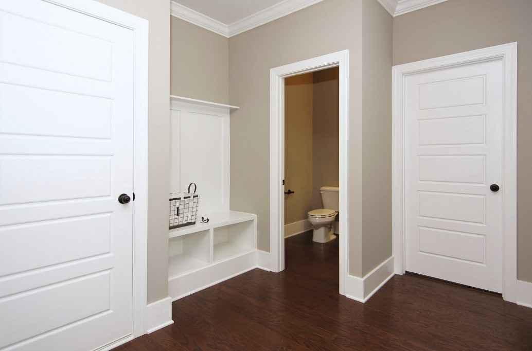 Межкомнатная дверь из белого дуба