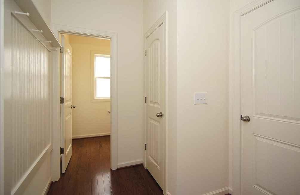 Межкомнатная дверь из белого дуба во всей квартире