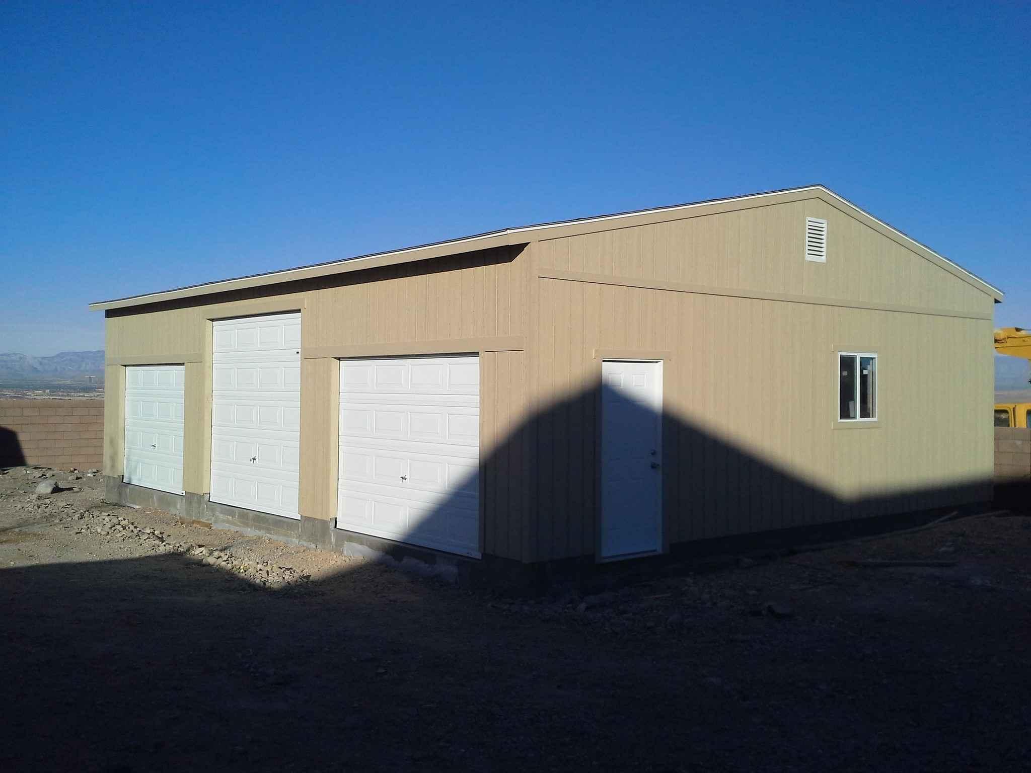 Секционные автоматические ворота в гараж и складское помещение