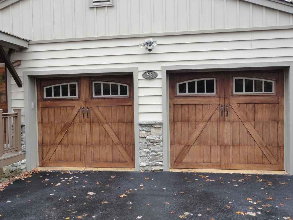 Гаражные деревянные ворота