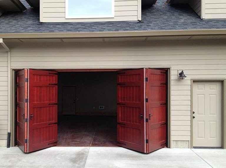 Распашные ворота для гаража с дверью