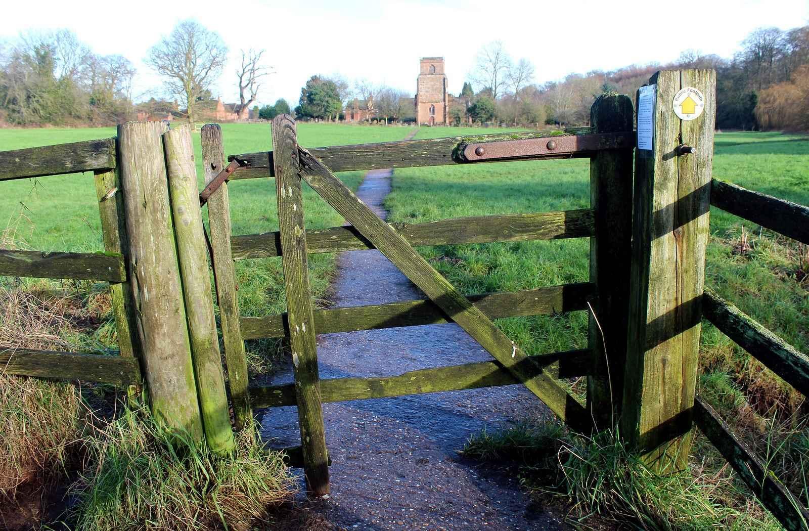 Самодельные деревянные ворота