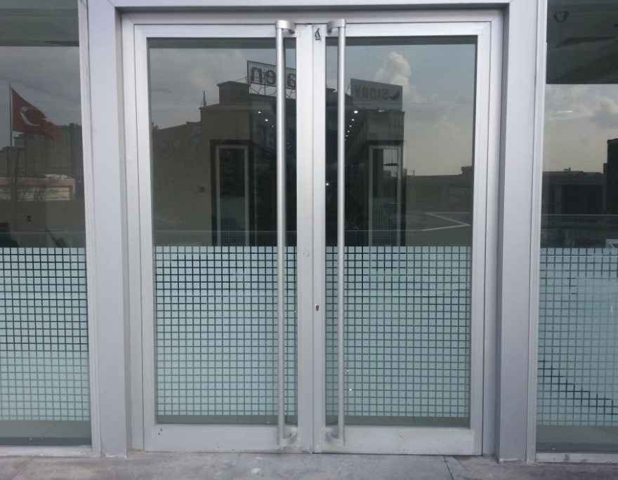 Двери из алюминия и его сплавов