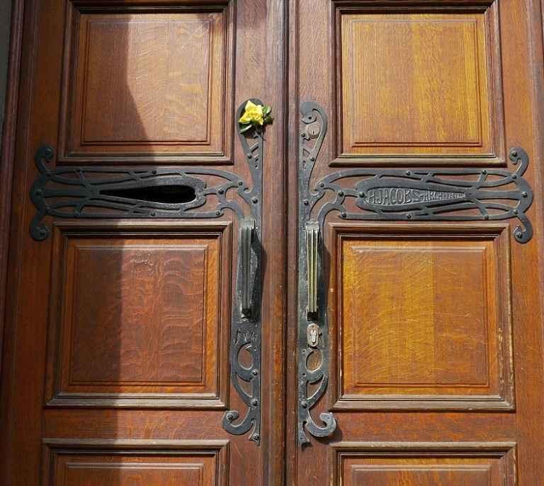Дверь металлическая входная с кованными элементами