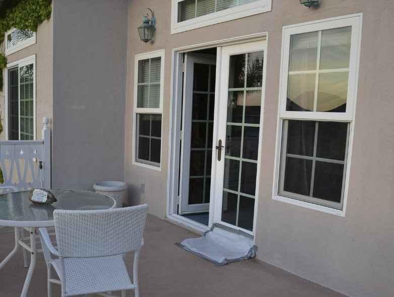 Балконные входные двери со стеклопакетом
