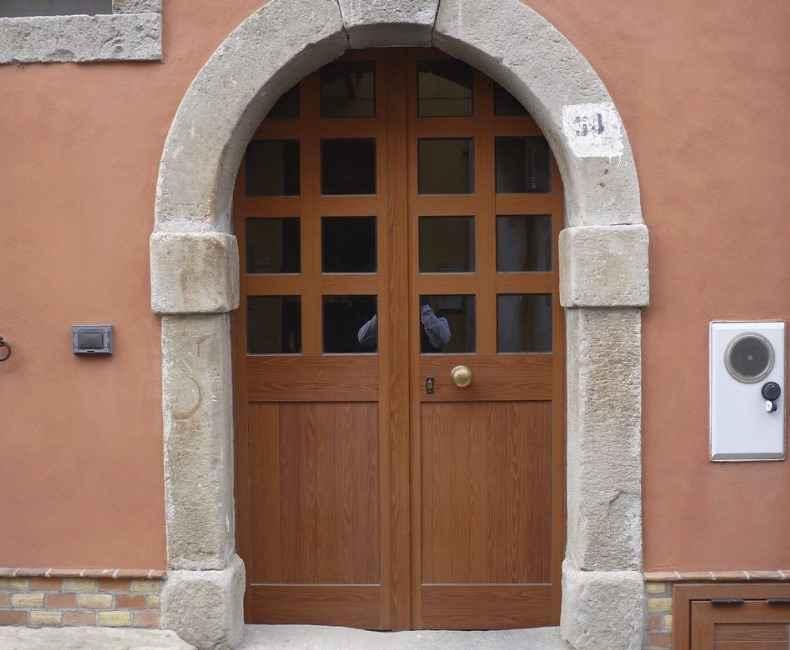 Дверь из итальянского ореха
