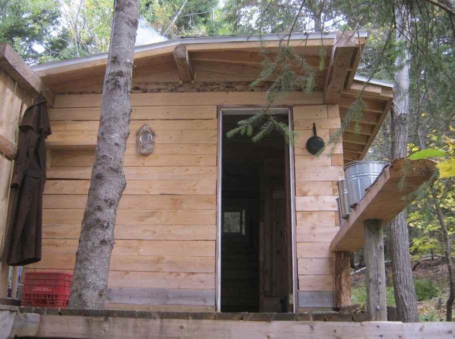 Дверь для бани из дерева