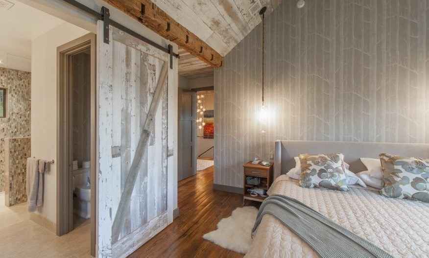 Амбарная дверь дома/квартире