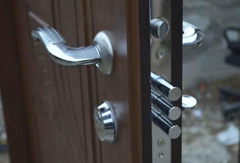 Выбираем замки для металлических дверей