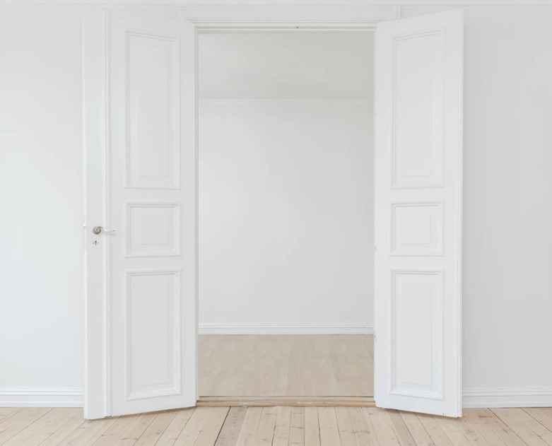 Межкомнатные двустворчатые белые двери