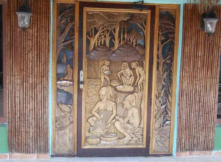 Декоративные накладки на дверные створки
