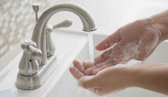 Мыльная вода для удаления монтажной пены