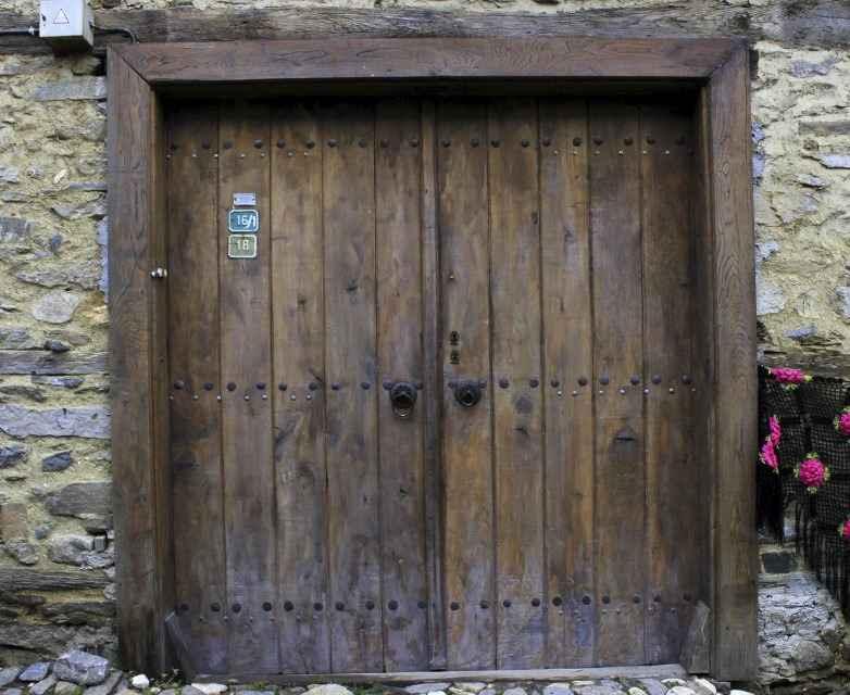 Искусственное старение древесины входной двери