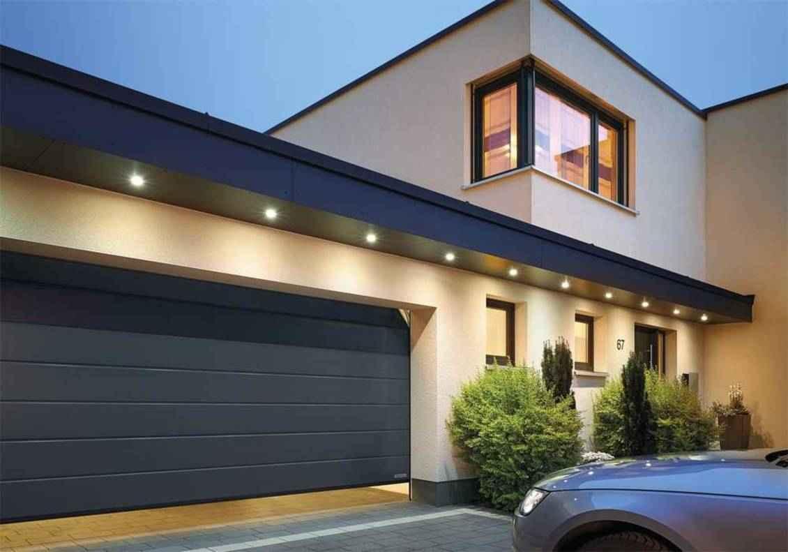 Ворота в гараж частного дома