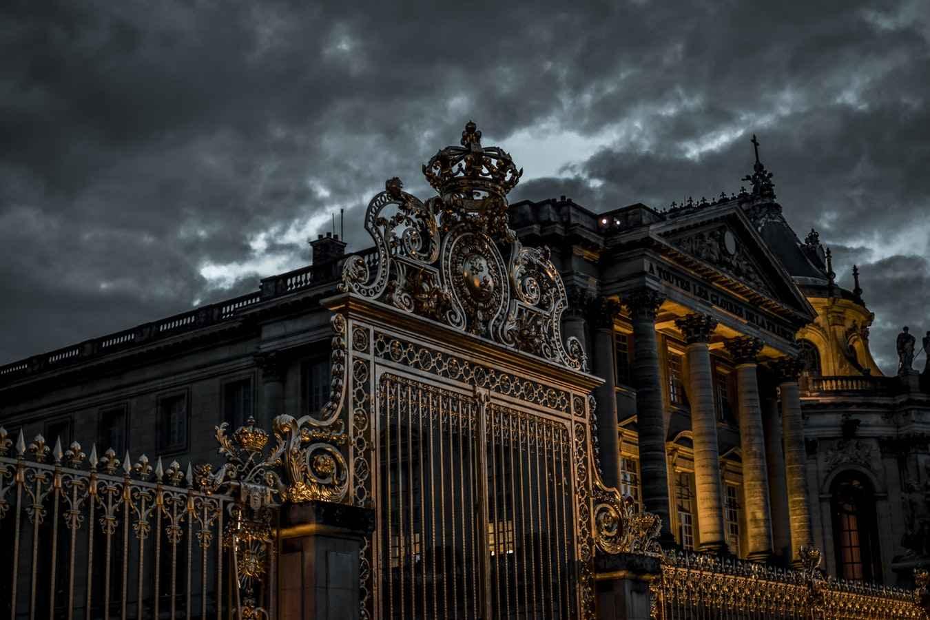 ковано металлические распашные ворота