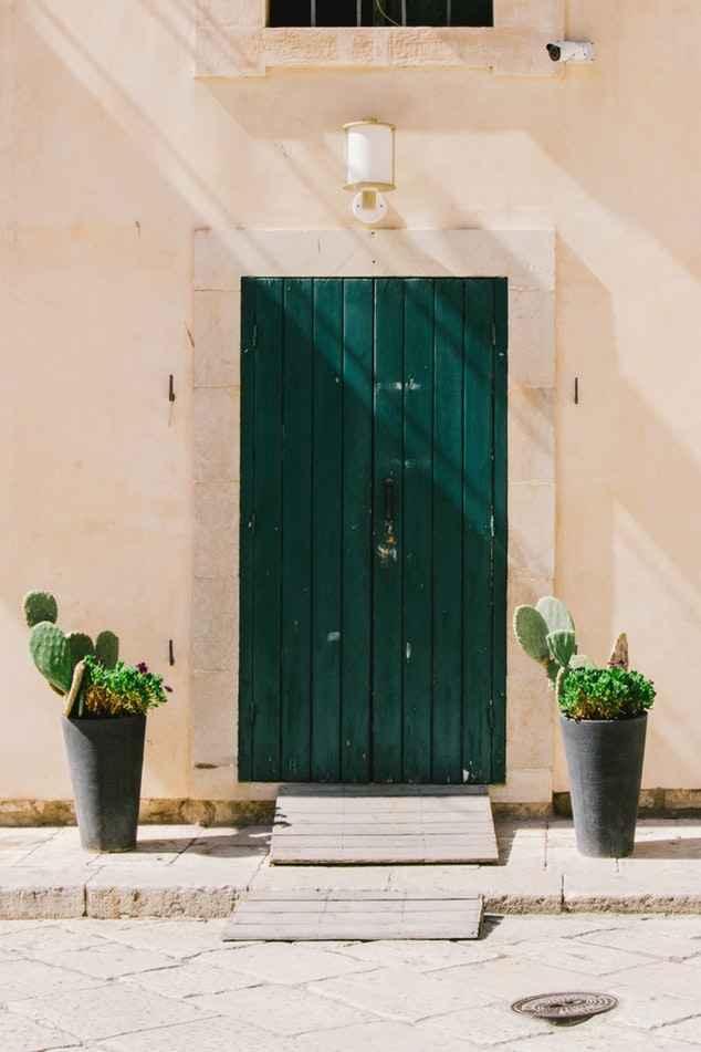 Деревянная входная дверь (уличная)