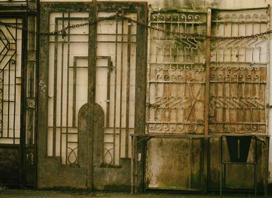 Подбор металлической уличной двери
