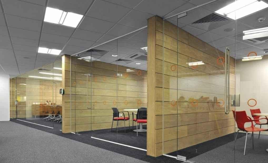 Деревянные межкомнатные перегородки в офисе