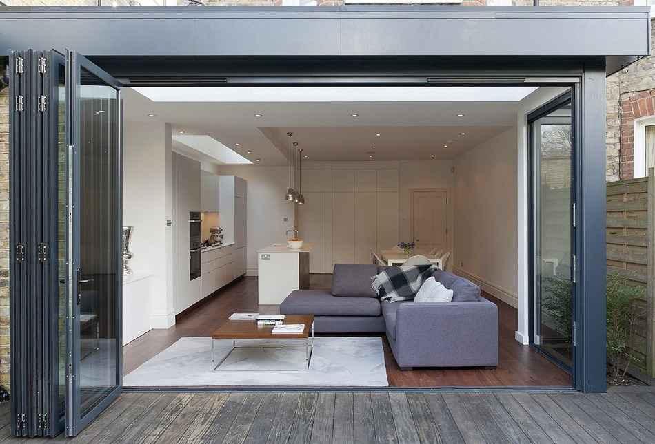 Складная дверь гармошка в квартиру