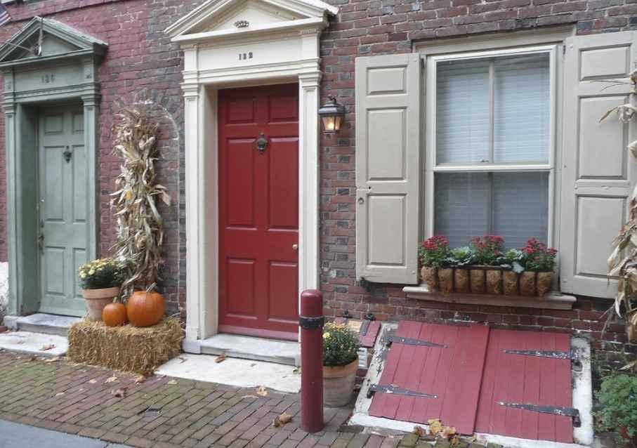 Загородная дверь в доме в США