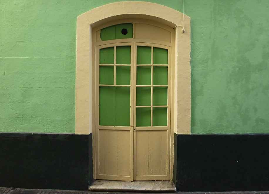 Испанская входная дверь