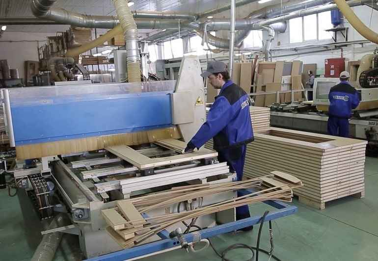 Производство дверей в России