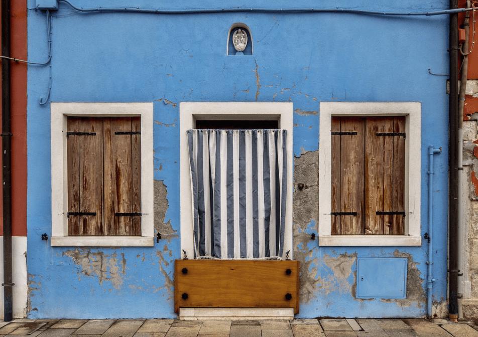 Шторы на дверные полотна