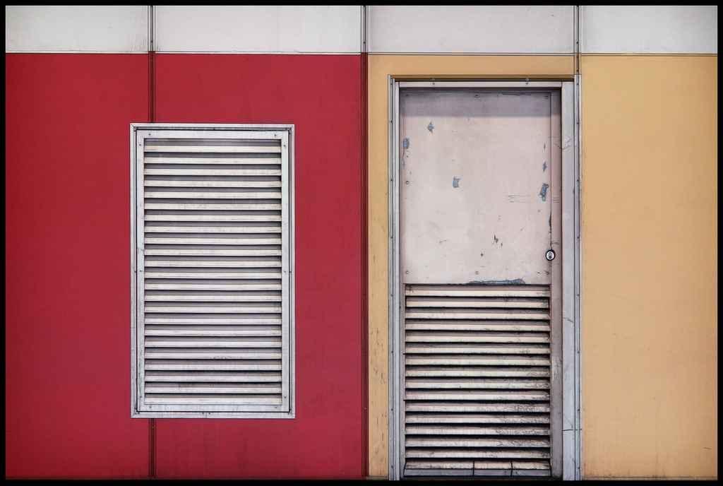 Двери с жалюзийными решетками