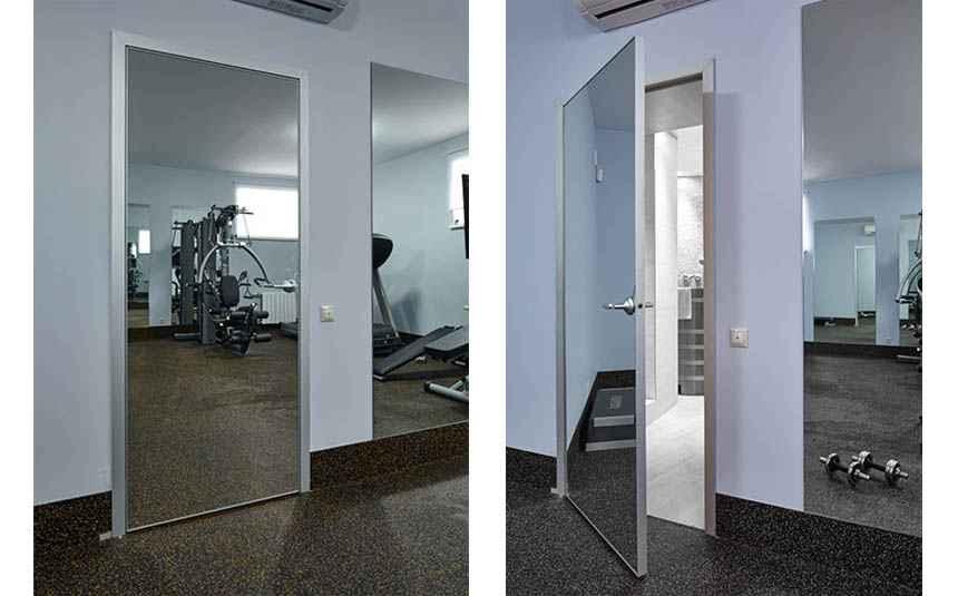 Зеркальные поверхности в дизайне интерьеров для придания пространственной свободы используются давно. Зеркальные двери на сегодня стали актуальным элементом в различных интерьерах, о чем и следует поговорить.