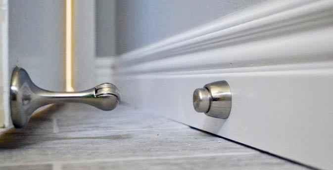 Настенные и напольные варианты ограничителей дверей и принцип работы