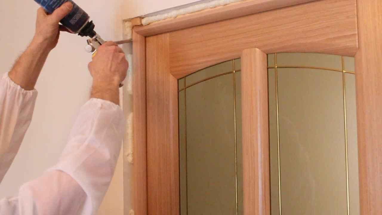 Как правильно установить деревянную дверь самостоятельно