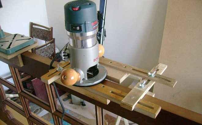 Производится врезка петель фрезером легче, чем если бы пришлось работать стамеской. Существует несколько видов фрезеров, которые облегчают ручной труд при навешивании петель.