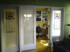 Витражи в межкомнатных дверях: классика в изяществе