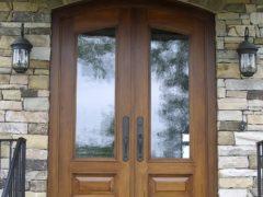 Оценка двойных входных дверей в квартиру или дом