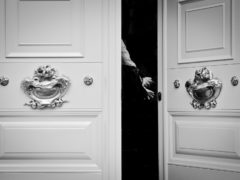 Межкомнатные двери: выбираем белые глянцевые варианты