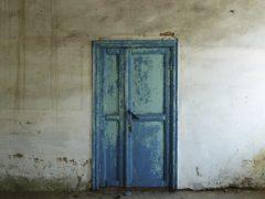 Требования СНиП на двери: установка и характеристики