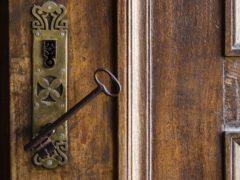 Где выбрать качественные входные или межкомнатные двери в городе Гродно