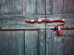 Ворота с калиткой: достоинства заводского производства
