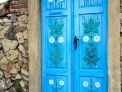 Творчество декупаж: обновляем двери своими руками