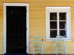 Удачный вариант для покраски – дверь канадка