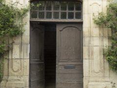 Выбор межкомнатных дверных конструкций в Твери