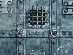 Приобретение входных металлических дверей: затрудняем деятельность взломщикам