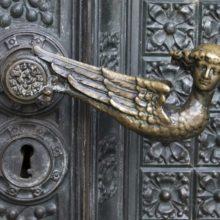 Врезные и другие варианты ручек для раздвижных межкомнатных дверных конструкций