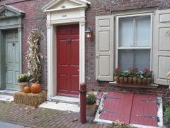 Подбор входных дверей для загородного дома