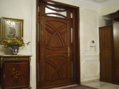 Обзор деревянных дверей из массива для различных целей