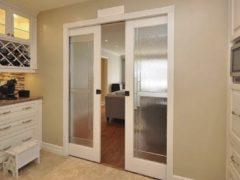 Возможные варианты раздвижных дверей на кухню