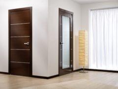 Сочетание дверей в интерьере с мебелью, стенами, полом