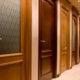 Применение и преимущества недорогих шпонированных межкомнатных дверей